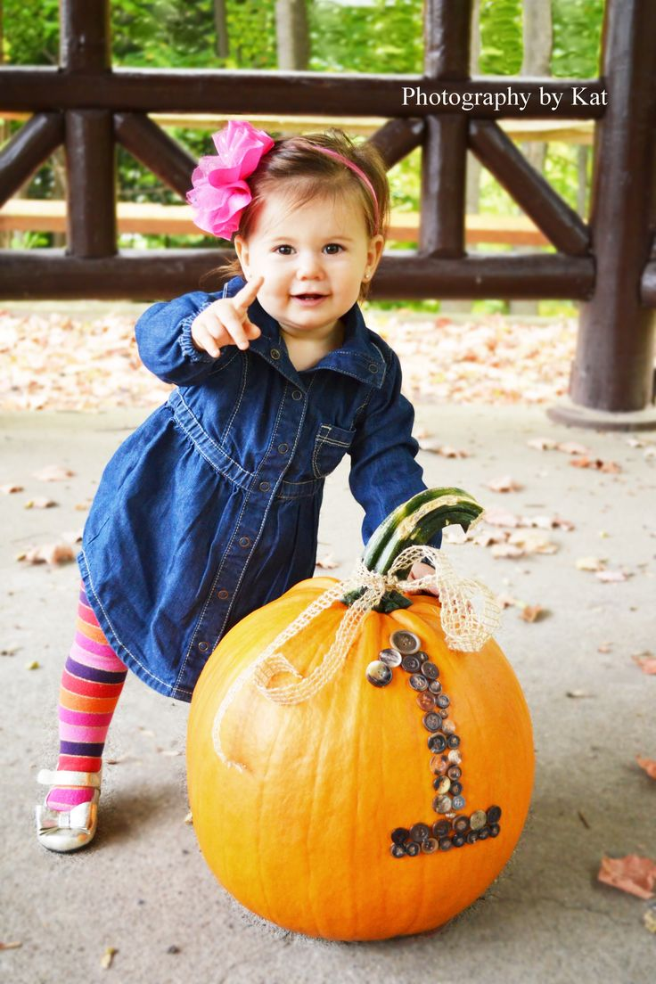 1 Year Old Photo Shoot   Photography by Kat   Fall   Button Pumpkin