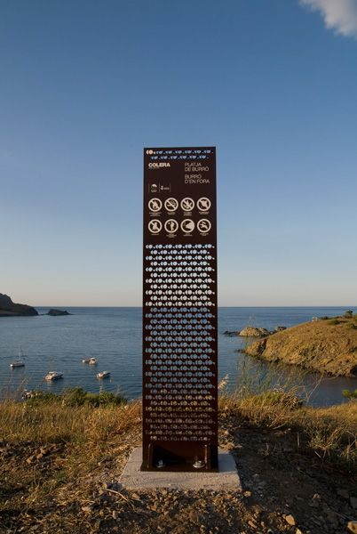 Colera | Wayfinding by Porcuatro #signage #lattice