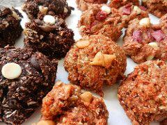 C'est la St-Valentin! Pour l'occasion, rien de tel qu'une création 100 % fibres d'amouuuuur. Oubliez les petits coeurs à la cannelle au sucre raffiné qui pique. Eurk! Que diriez-vous d'une création faite maison remplie d'amour et d'énergie? Voici la Méli-mélove, une toute nouvelle recette originale qui se présente sous trois parfums : chocolat, caramel et...