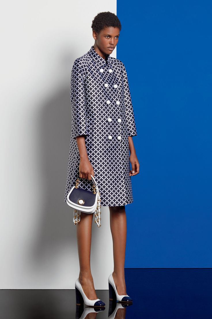 See the complete Michael Kors Collection Resort 2017 collection. http://feedproxy.google.com/fashiongobags