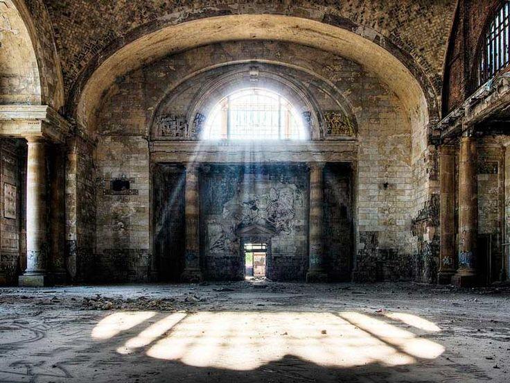 Estacion Central de Michigan ( el interior). Detroit. EEUU                                                                                                                                                                                 Más