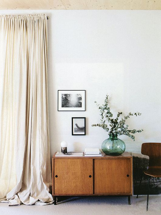 living room with tall draperies and mid-century modern furnishings / sfgirlbybay