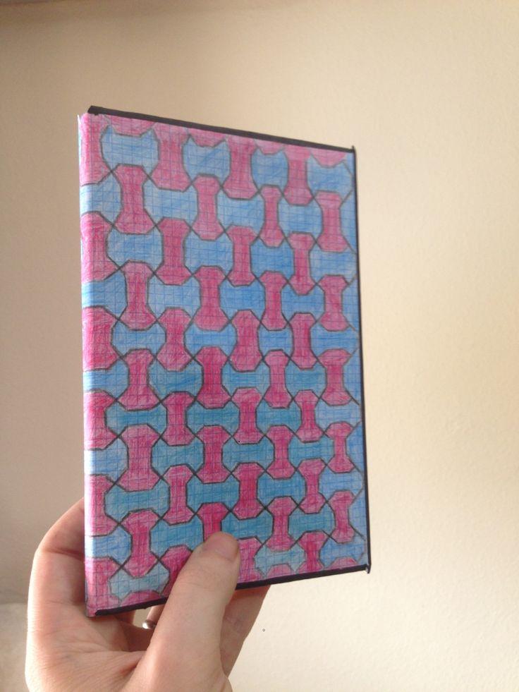 por último en quinto lugar cree la portada dibujando la red que había diseñado en una cartulina y adaptándolo al libro.