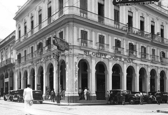 Sloppy Joe's Bar La Habana Vieja Sloppy Joe's fue fundado en 1918 por el inmigrante gallego José Abeal Otero, quien adquirió el local — por entonces una tienda de víveres — en La Habana Vieja, tras trabajar años como barman en Nuevo Orleáns y Miami. Cuenta la leyenda que el nombre se deriva de lo descuidado del lugar y del apodo de Abeal, Joe. Reabierto hace unos meses.