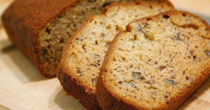 Fabulosa receta para Pan de plátano. Este es un pan dulce que se hace con platano y no se utiliza levadura fresca. Es muy fácil e ideal para panaderos principiantes