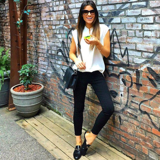 Справедливая природа подарила нам необычно теплый первый день октября, как, впрочем, и сентябрь – это компенсация за холодный июнь. Отличная возможность повести его на свежем воздухе, все еще наслаждаясь удобной летней одеждой. Желаем вам активных и веселых выходных! #fashionable #outfitidea: #stylish #black #jeans & #chic #white #blouse are perfect for unusually #warm #October #weekend #мода #стиль #тренды #джинсы #блуза #модно #стильно #осень #выходные