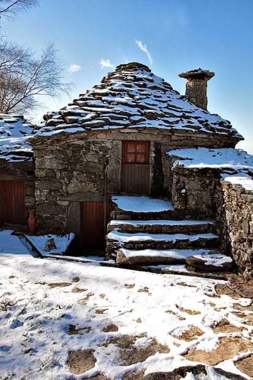 Traditional Stone Cottage in Portugal ~ Blogger Pixz