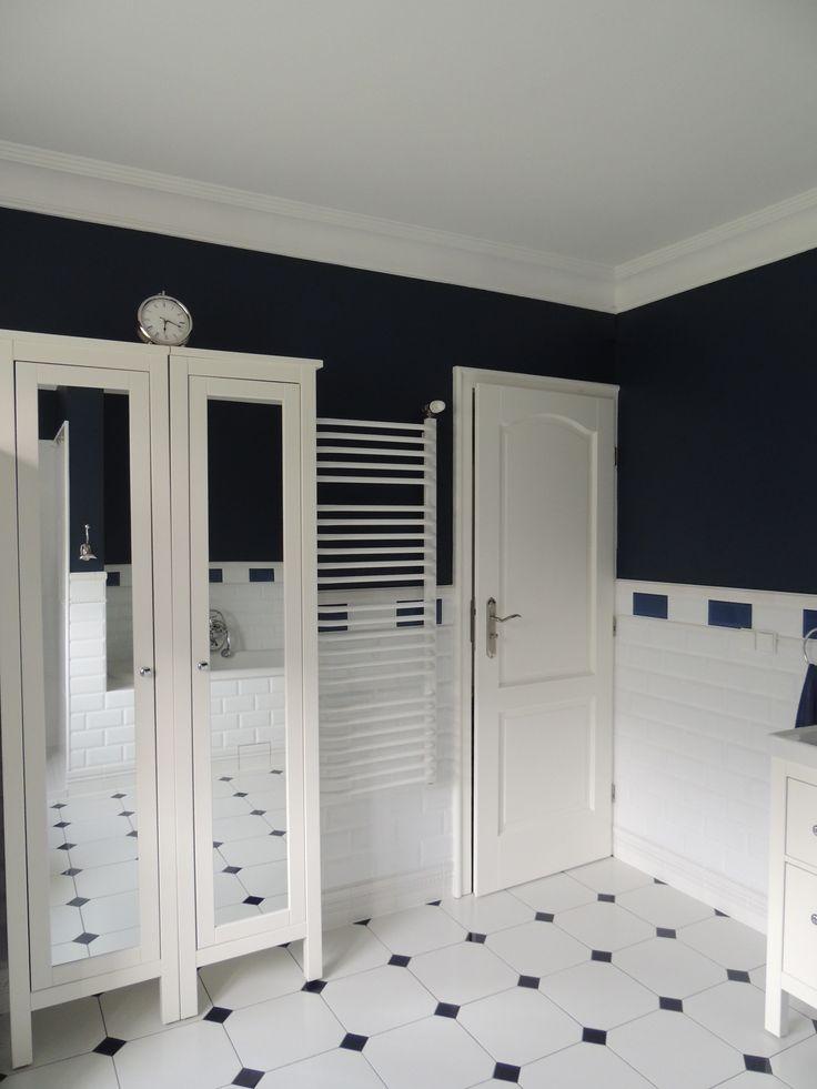 łazienka biała granatowa / płytki cegiełki vives mugat/ bathroom white navy blue