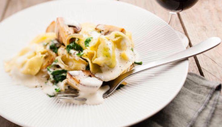 I tortellini sono uno dei piatti tipici della tradizione gastronomica italiana. In base alla regione possiamo trovare varianti e ingredienti diversi . Questo piatto è con gli spinaci : ricetta per il Moulinex Cookeo . Veloce in soli 3 minuti . Buona Ricetta!   ##delicious ##fashionfood ##foodgasm ##foodie ##instagramers ##instamoment #companion #cookeo #cookeoaddict #cooking #cooking4me #cucina #cucinaitaliana #cucinare #cuco #food #foodblogger #foodporn #instafood #italia