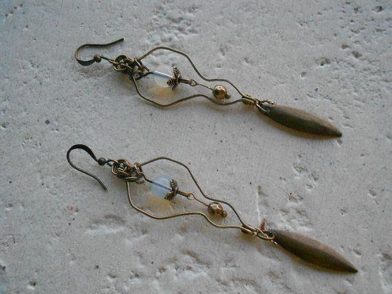 Elfen oorbellen met maanstenen  Brass  FadeNot door TamsGeminarium