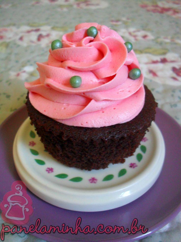 Cupcake Sensação com Chantininho - Cobertura Chantininho - 1 lata de leite condensado 1 colher (sopa) bem cheia de emulsificante 4 colheres (sopa) de leite Ninho 1/2 pacote de suco Tang sabor morango Corante em gel rosa ou da cor que você desejar (não pode ser líquido)