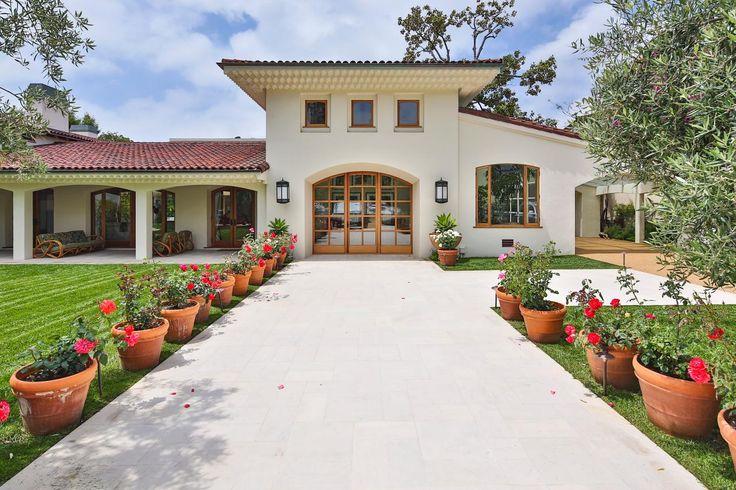 Tour Bruce Willis' Beverly Hills Mansion | Celebrity Homes | HGTV