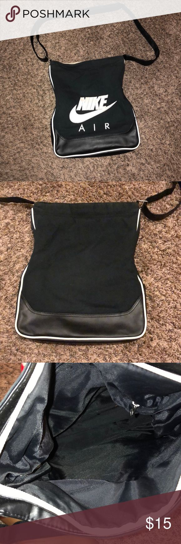 Satchel Nike cross body used but still in great condition no rips or tears or signs of damage. Has an adjustable strap Nike Bags