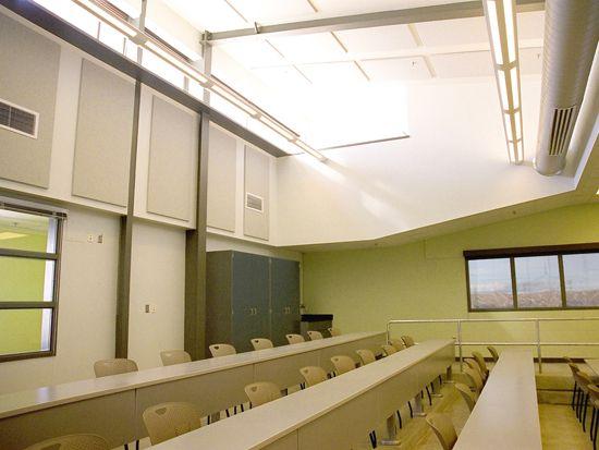 Промежуточные Свет Полки : Мэтью Hillyard животное учебно-научный центр, Университет штата Юта