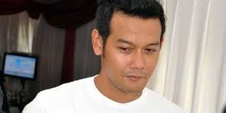 Dwi Sasono as Adi Putranto