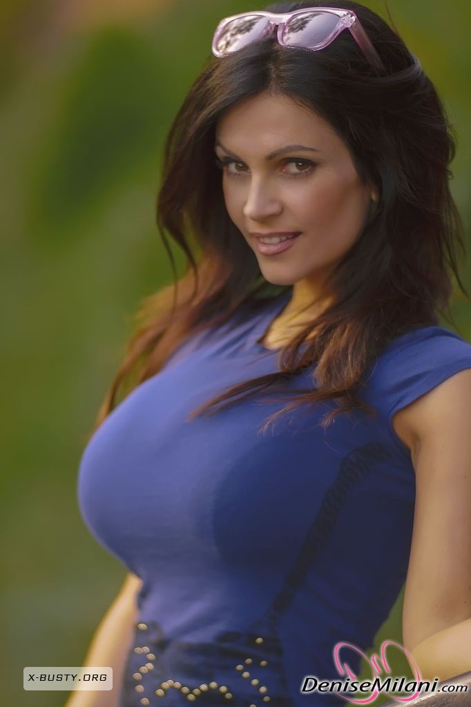 데니스 밀라니 Denise Milani Outside In Blue Eyval Net