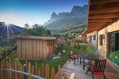 Camping oder Appartement mit Hund auf der Saiser Alm in Südtirol. Dolomiten, beheiztes Salzwasser-Freibad, Südtiroler Weine, Wellness...   Urlaub mit Hund: Camping, Lodges & Appartements Seiser Alm - Dolomiten - Italien - Südtirol...  #wandern #seiseralm #dolomiten #urlaubmithund #wandernmithund #hunde #hundeurlaub #hundefreundlich #italien #dolomiten #berge #huetten #urlaub #trekking #hiking #mountains #italy #alm #dogswelcome #camping #appartements #ferienwohnungen #wellness #ferien #sonne