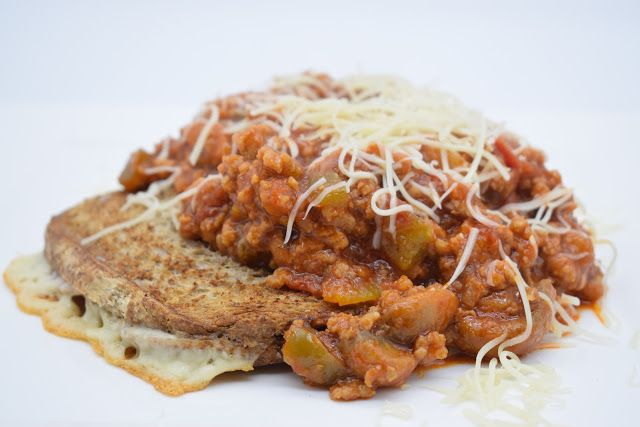 Dominique's kitchen: Croque special  CROQUE SPECIAL   Nieuwsgierig naar het recept? Klik op onderstaande foto. Curious for the recipe? Click on the picture below.   #bolognaisesaus, #bolognesesauce, #bread, #brood, #cheese, #croquespecial, #ham, #hesp, #kaas, #tosti,