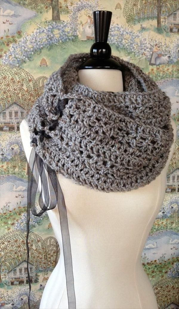 Brown Crochet #Cowl #Pattern For Girls - 10 Unique and #Free Crochet Cowl Patterns | DIY and Crafts