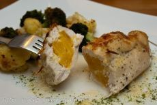Как приготовить фаршированные куриные грудки - рецепт, ингридиенты и фотографии