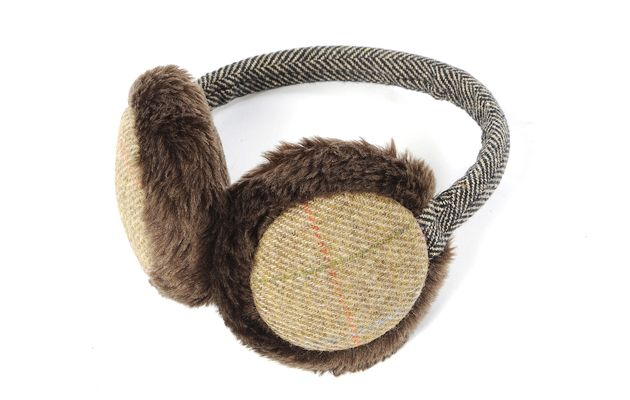 Chilly ears are a problem for both horse owners and friends and family who like to watch riders compete during the winter. But these stylish furry ear muffs mean they can be a thing of the past. What a great Christmas gift idea too!  Find out more at http://www.horseandhound.co.uk/products/tweed-gift-collection-launched-christmas/#UcYKhw4xvrRhAkua.99