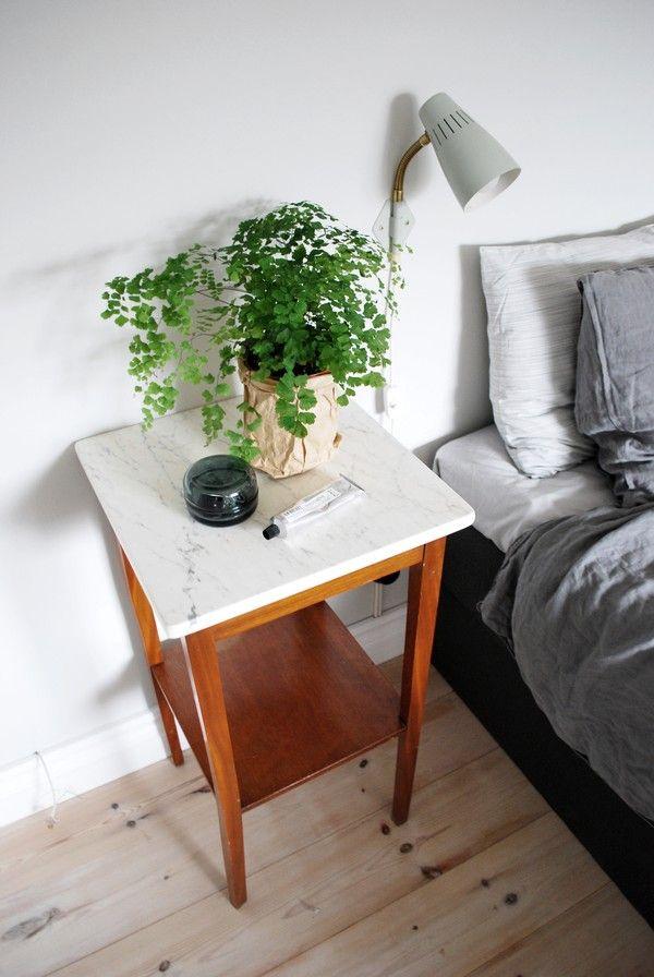 Bildresultat för nattduksbord vintage marmor