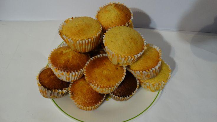 En la sección de cocina extra fácil les traigo una receta infalible de cupcakes de naranja naturales, mis favoritos! Conoce mas en: http://lauraruvalcabadesigns.blogspot.mx/