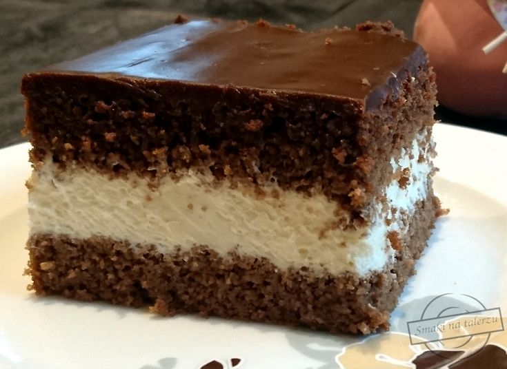 Są takie dni, kiedy miłośnicy pieczenia ciast nie mają ochoty przygotowywać wymyślnych, wieloskładnikowych przekładańców. Są takie dni, kiedy rodzina tychże osób prosi o coś klasycznego. Taki dzień właśnie nastał dla mnie. Szukając pomysłu na proste ciasto, natknęłam się na przepis na wuzetkę. Sz