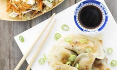 Beatrice mat med mera: Fläsk- och ingefärsfyllda dumplings med het morot- och koriandersallad