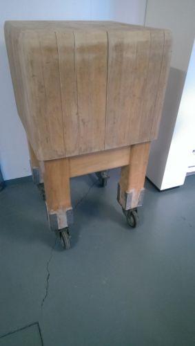 Hackstock-Hackklotz-Hauklotz-Metzgerstock-Hacktisch-Holz-50x51x89cm-mit-Rollen