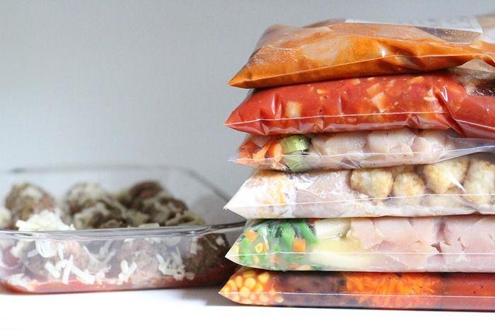 ポリ袋調理はその名のとおり、ポリ袋などで密封して調理すること。加熱すると真空調理に、加熱しなくてもメリットの多い調理法です。