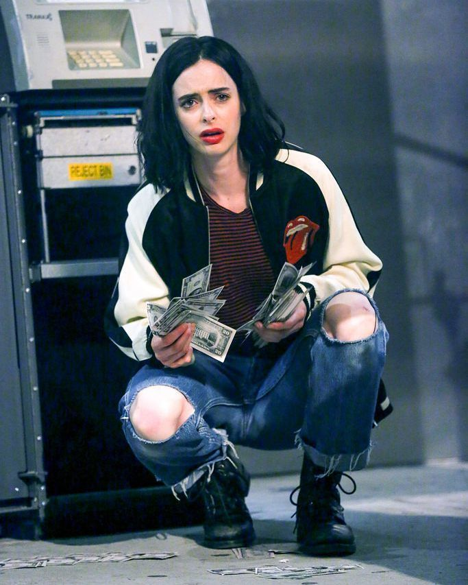 Aka Jessica Jones New pic of season 2 set.  #jessicajones #krystenritter #marvel #netflix