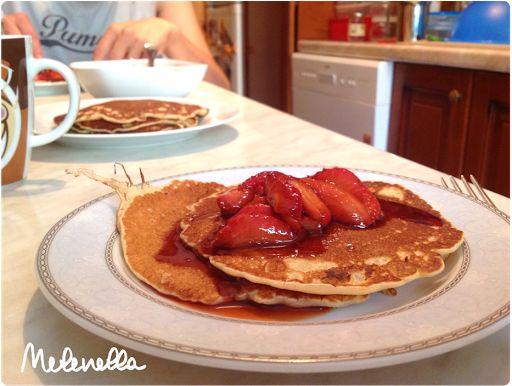 Melenella: Pancake con sciroppo alla fragola