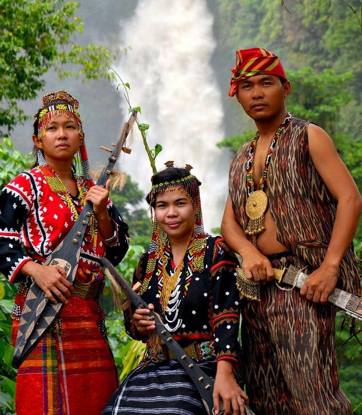 The T'boli Women Are Holding The Plucked Lute.The Kutiyapi