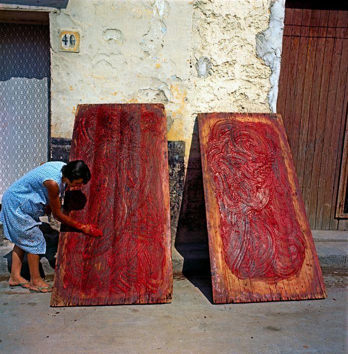 Ferdinando Scianna - Sicily, Bagheria: preaping the tomato concentrate. 1963.