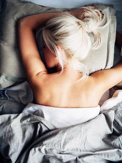 Eine Frisur zum Schlafen. Ja, klingt erstmal echt bescheuert, aber mit der richtigen Frisur kann man nicht nur Zeit sparen, sondern auch die Haare schützen.