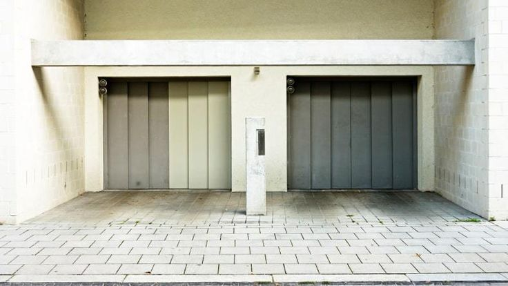 When it comes to garage door repair services, there is nobody that understands the needs of Arlington, TX 76010 homeowners better than we do. Since 1997  R & R Door Repair has been providing the most reliable and trustworthy garage door services and has also become the leading garage door supplier in the area.