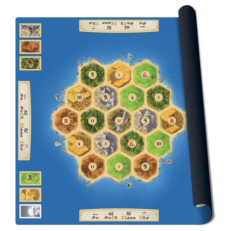Kraak je brein met dit strategische ruilspel! Met deze polyester mat van het spel Kolonisten van Catan is je spelbord meteen klaar om op te spelen. De mat is met 61x61 cm lekker groot. De mat rol je gemakkelijk op en is dus zo op te ruimen of mee te nemen. Exclusief speelstukken (art. 2030157). Afmeting: verpakking 62 x 6,5 x 6,5 cm, speelmat 61 x 61 cm - Catan Speelmat