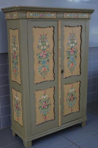 Meer dan 1000 idee n over geschilderde garderobe op pinterest kleerkasten annie sloan en - Geschilderde bundel ...