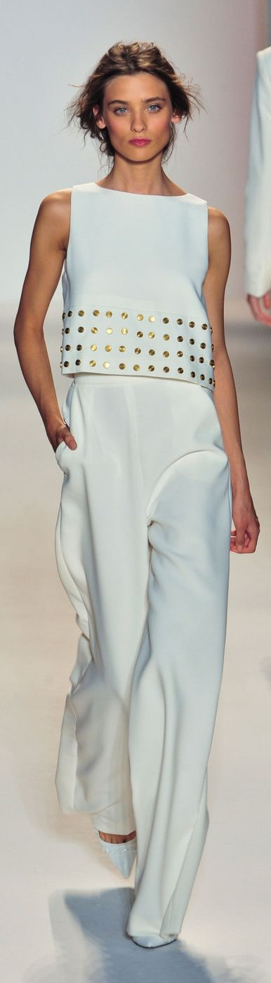 Novia pantalones y top detalles dorados