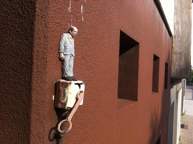 Minyatür Heykellerle Hayatın Zorluklarını Anlatan Isaac Cordal'dan Etkileyici Çalışmalar Sanatlı Bi Blog 31