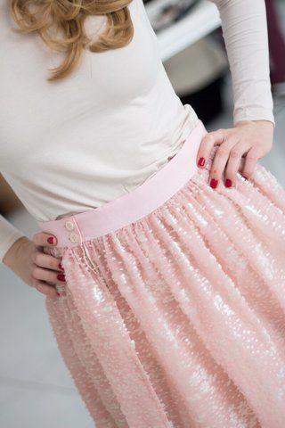 Сошьём по Вашим меркам для идеальной посадки!  21 600 руб Идеальная базовая юбка карандаш из качественной шерсти с подкладом станет достойной базой для любого гардероба, а не скучным его сделает юбка из такого модного маст хэв бархата с шелковой основой, на пуговичках.  Легкая и воздушная с чудным рисунком, это вам не стандартная пачка, это практически сказка, которая впрочем позволит и грубые ботинки одеть, а не только хрустальные туфельки.