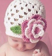 FREE Crochet Pattern Baby Hat Cute Baby Beanie with Flower (Cluster Sitch) | Free Crochet Patterns and Designs by LisaAuch