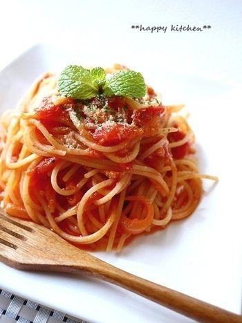 あると便利な「トマト缶」。アレンジレシピと自家製トマトソースの ... 【缶詰で簡単本格的♪カニ風味のクリーミートマトパスタ】 カットトマト
