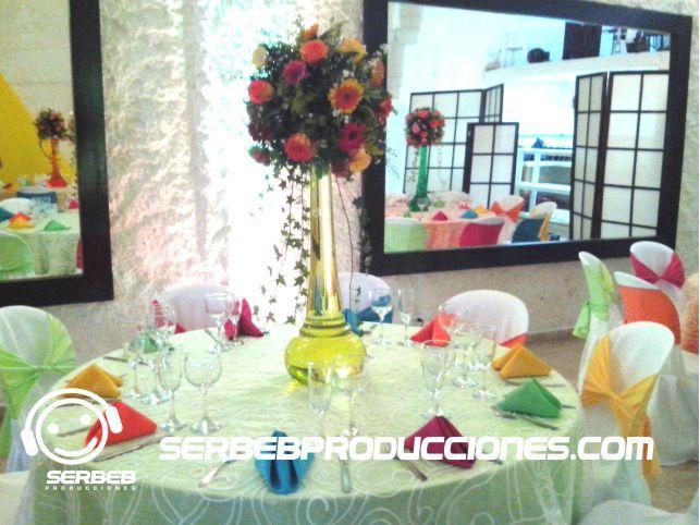 Centro de Mesa Floral con Agua de Color
