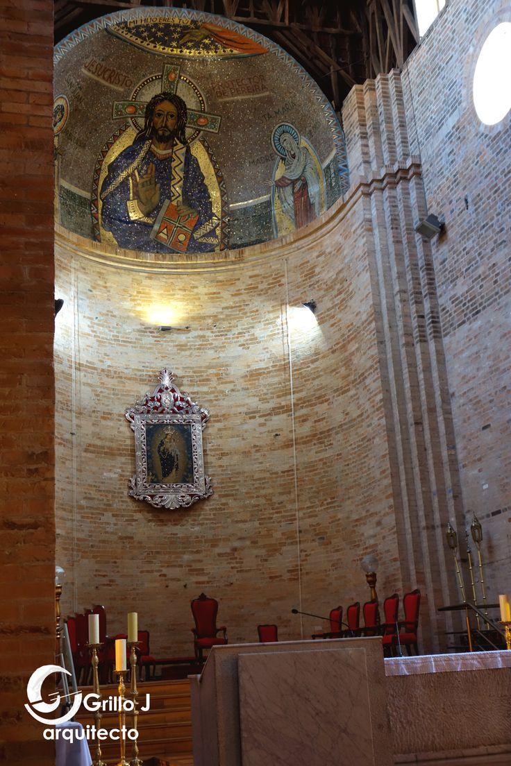 Catedral de Nuestra Señora de la Pobreza. Detalle del altar principal, bóveda de cuarto de esfera.