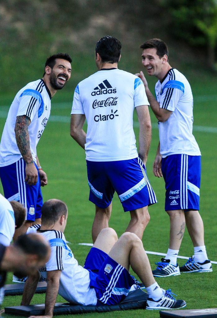 Aqui el equipo de Argentina estan hablando.