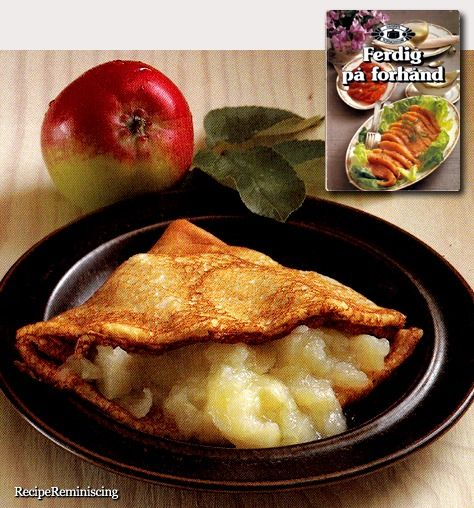 Pancakes with Apple Sauce / Pannekaker med Eplemos
