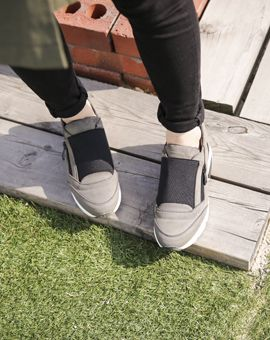 Cherryspoon Side Zips Low Cut SneakersLow cut with cushioned insoles and side zippers, these sneakers are both sporty and casual. Wear these sneakers with your shorts or leggings for errands or for walks.- Low cut- Round toe- Side zippers- Cushioned insoles- Colors: Black, Khaki