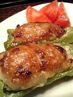 「簡単で美味しい!ピーマンの肉詰め♪」ピーマンも柔らかくなって、とっても美味しいです!夕飯はもちろんだけど、お弁当にもおすすめです!【楽天レシピ】
